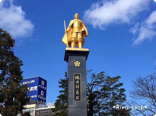 黄金の織田信長像